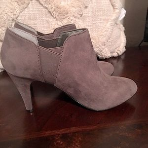 MTI designs heels taupe Size 71/2